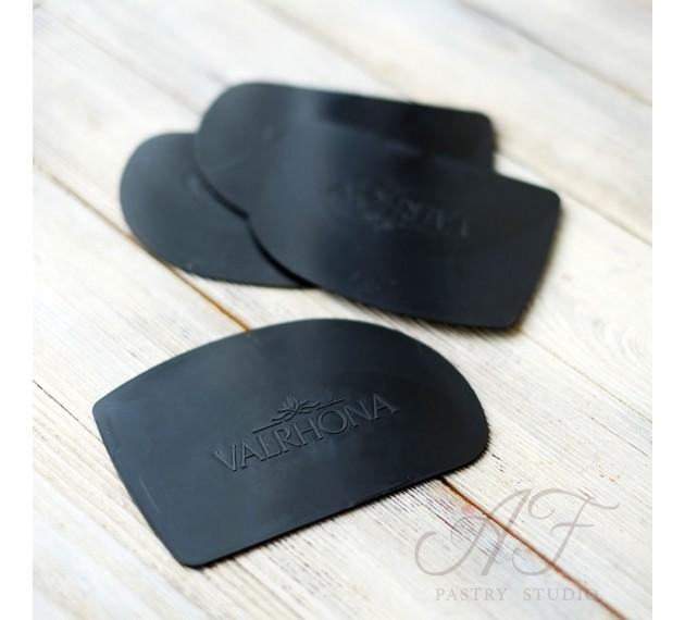 """Скребок пластмассовый черный """"Полукруг"""" 12,5х9см, мягкий. Valrhona, Франция."""